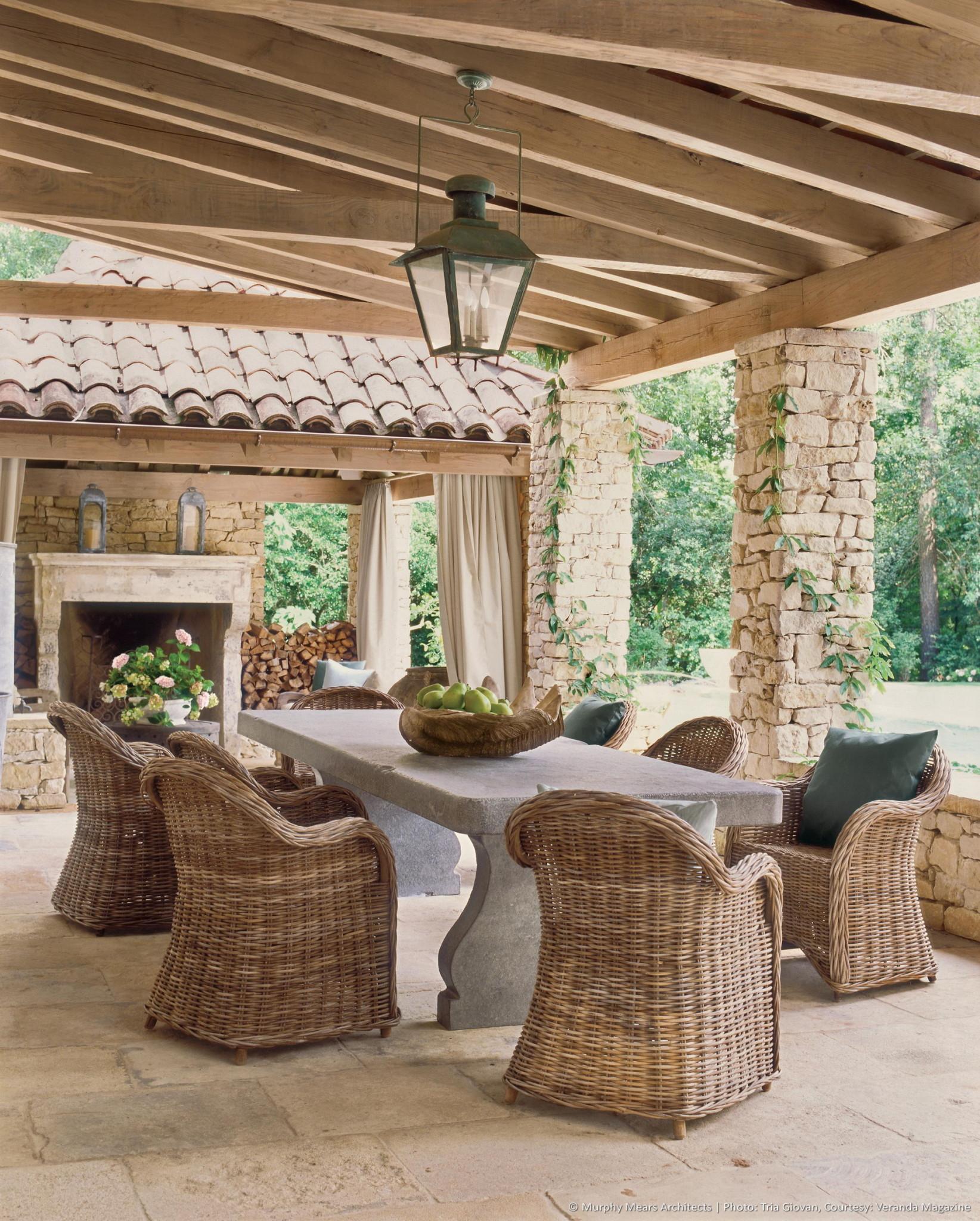 w-bridge-house-exterior-dining