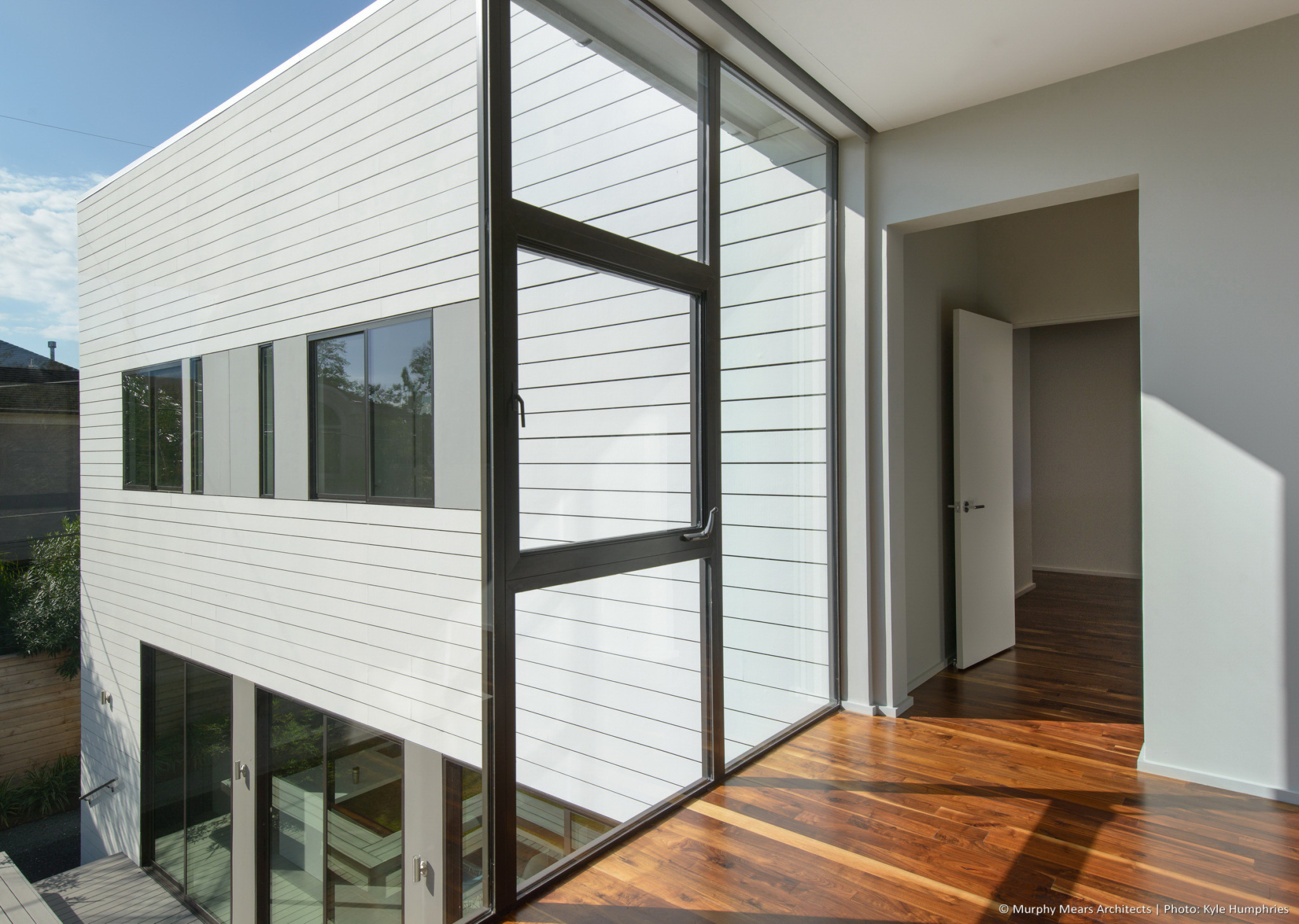 Zagu n house murphy mears architects for Floor to ceiling glass