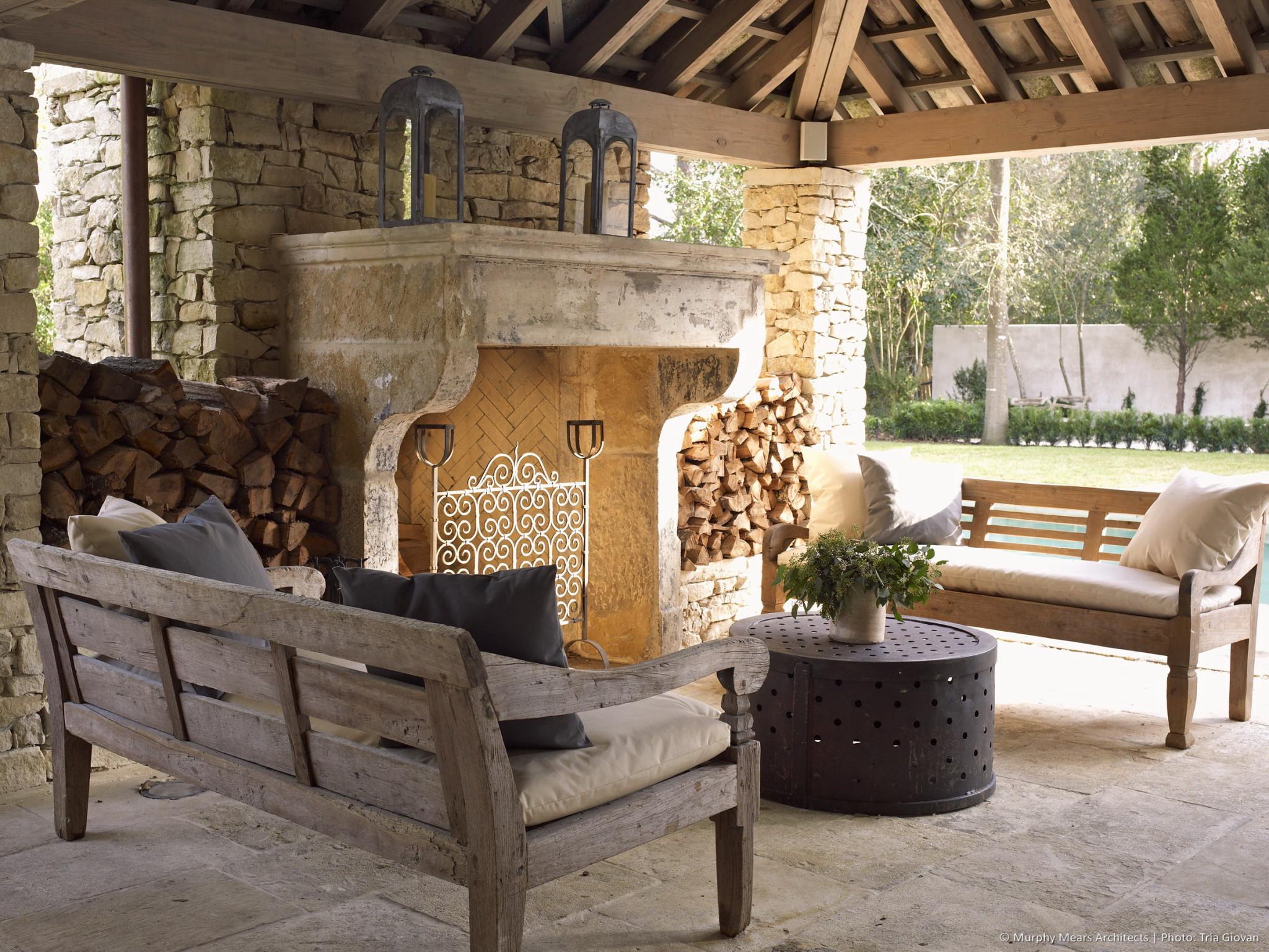 w-bridge-house-exterior-seating